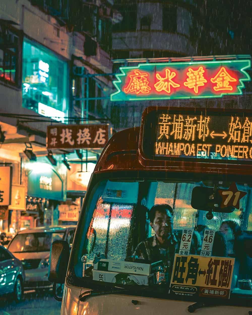 Du Qiang sliep in een smerig hotel met de naam 'Goedkoop Hotel', op straat, op een gekraakt dakterras en in een daklozenopvang in een sporthal © Sean Foley / Unsplash