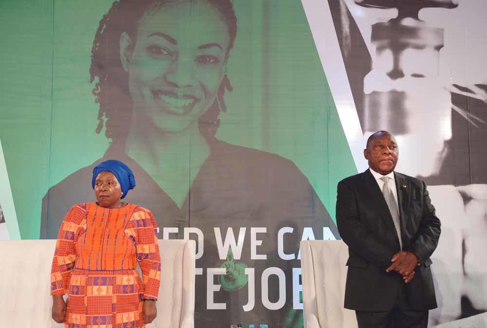 De Zuid-Afrikaanse president Cyril Ramaphosa (rechts) en Nkosazana Dlamini-Zuma, de ex-vrouw van Jacob Zuma. - © Felix Dlangamandla / Getty
