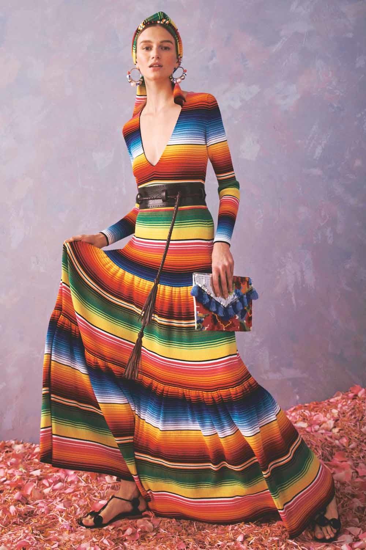 De Venezolaanse modeontwerper Carolina Herrera wordt ervan beschuldigd het cultureel erfgoed van inheemse gemeenschappen uit Mexico te plagiëren in haar collectie Resort 2020. © Herrera