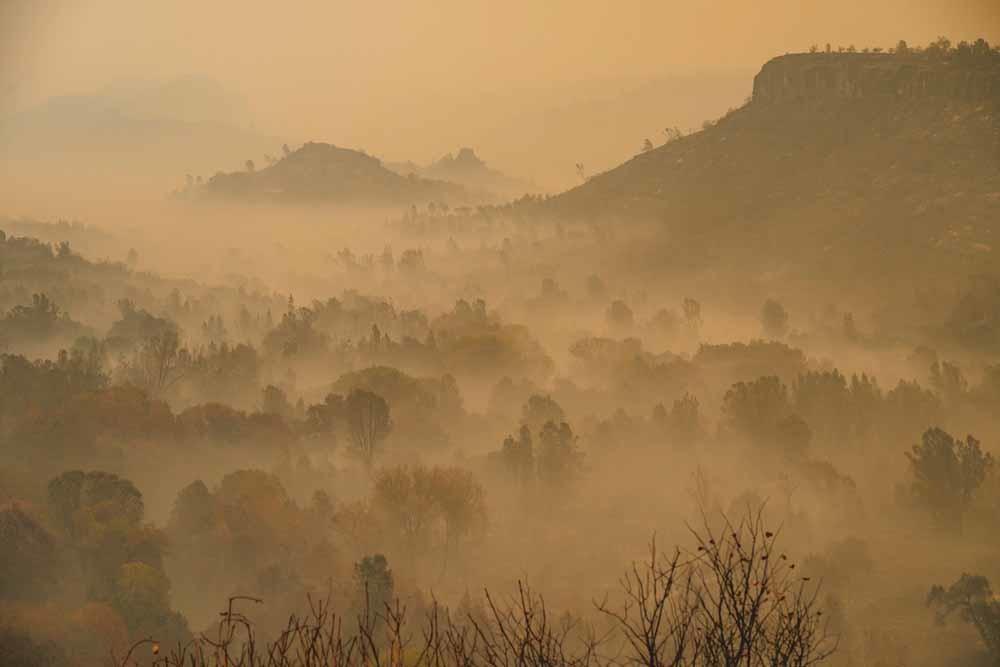 Bosbrand nabij Paradise in Californië, november 2018. De brand bestreek een gebied van 45.000 hectare – zo'n 20.000 voetbalvelden – en was de dodelijkste bosbrand ooit in de Amerikaanse staat. © The Washington Post /  Getty Images