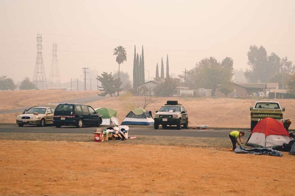 Een Rode Kruis-evacuatiecentrum nabij de Kerk van de Nazarener in het Californische Oroville op 13 november 2018, tijdens massale bosbranden in de Amerikaanse staat. © Getty