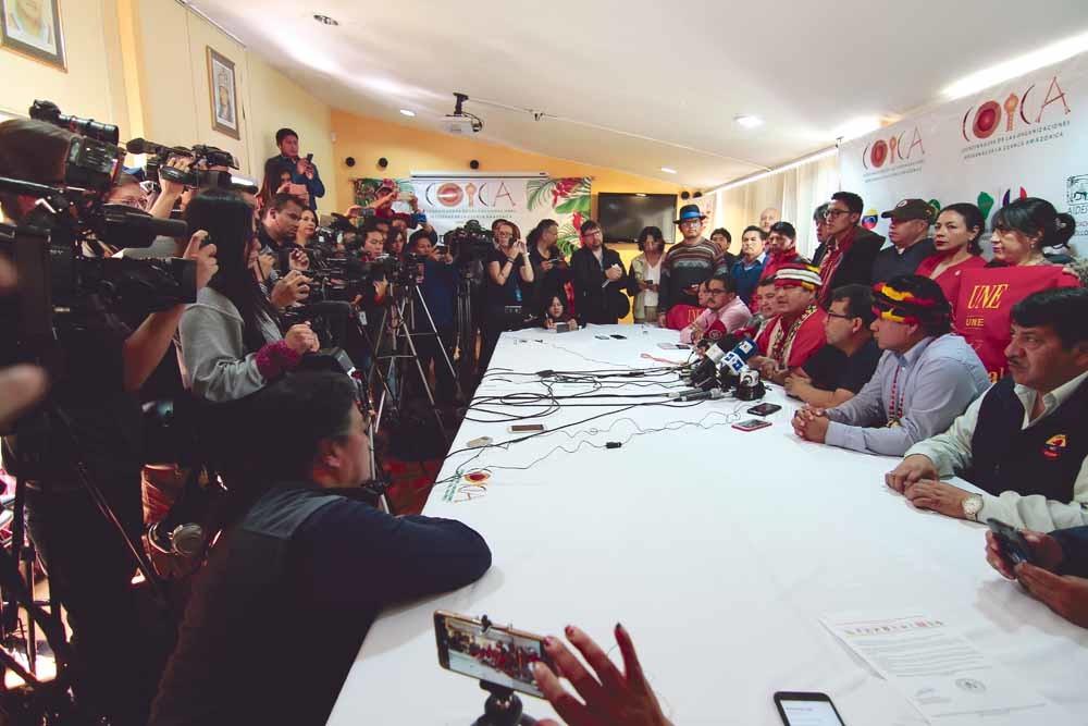 Leiders van Ecuadoraanse inheemse groepen kondigen samen met de vakbond Frente Unitario de Trabajadores op 7 oktober in Quito een nationale staking aan. – © Franklin Jacome / Press South / Getty