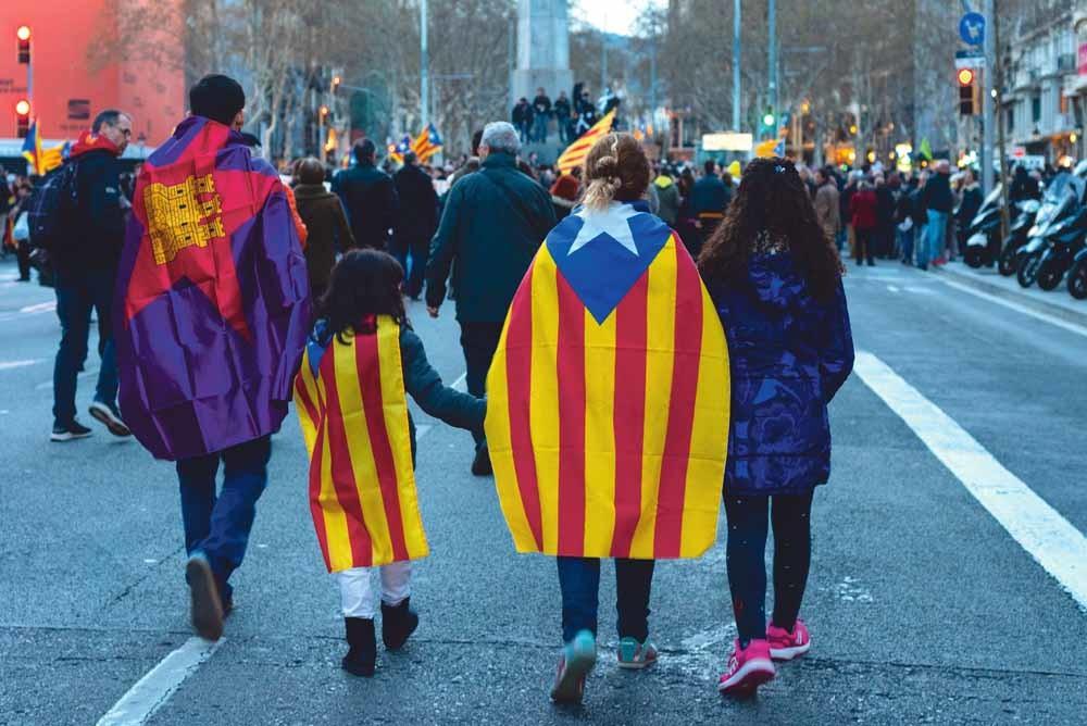 Catalaanse separatisten protesteren in de straten van Barcelona. – © Unsplash