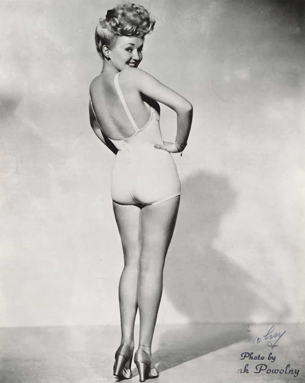 Deze foto van Betty Grable uit 1943 (waarop Grable zwanger was) was een bestseller tijdens de Tweede Wereldoorlog. – © 20th Century Fox