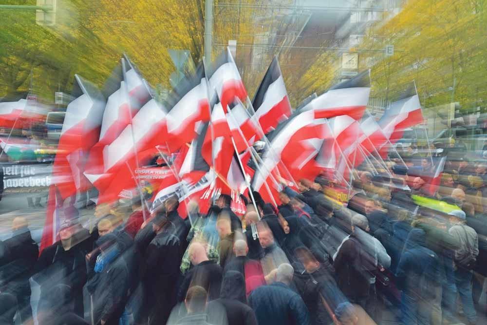 Een neonazimars in het Duitse Bielefeld op  9 november 2019. – © Thomas F. Starke / Getty