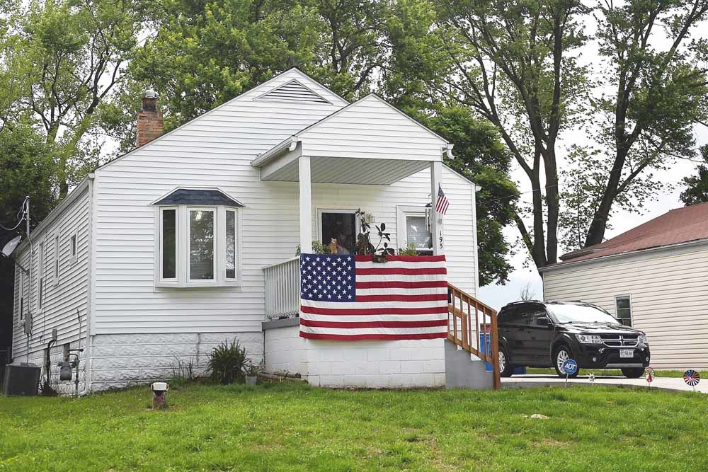 Een huis in Florissant, Missouri, dat versierd is met Amerikaanse vlaggen ter ere van Memorial Day op 25 mei. Op die nationale feest- en gedenkdag worden gesneuvelde Amerikaanse militairen herdacht. – © Michael Thomas / Getty