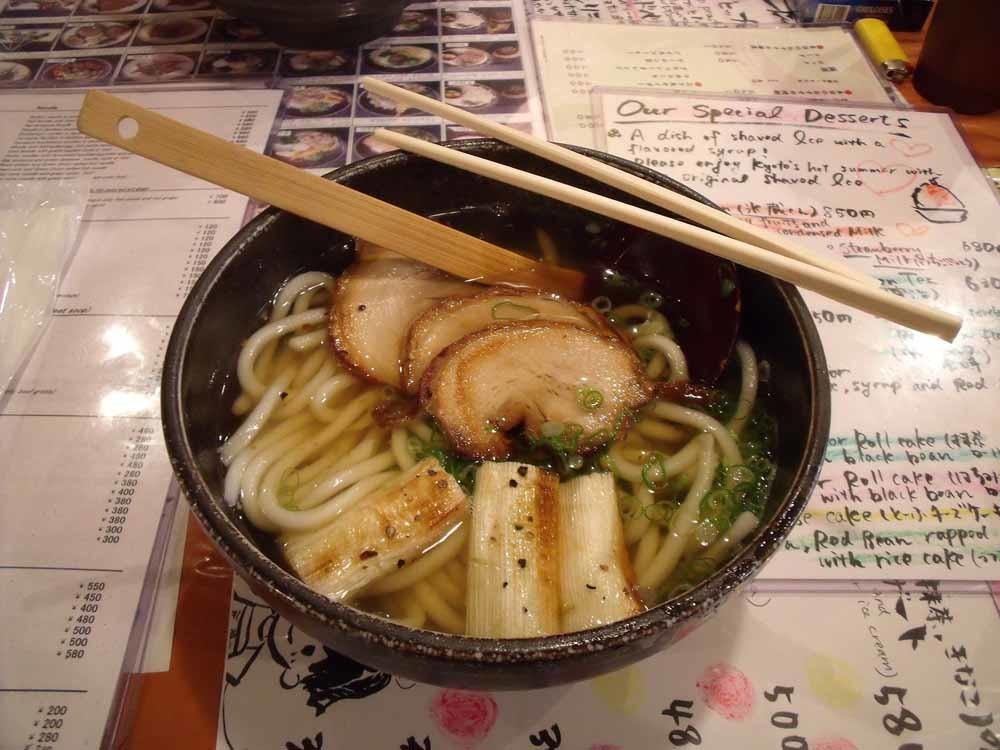 'Het begon met noedels. Ik raakte geobsedeerd door soba en udon noedels. Tempura en gebakken tofu soba, wanko soba uit Morioka.' – © Getty Images
