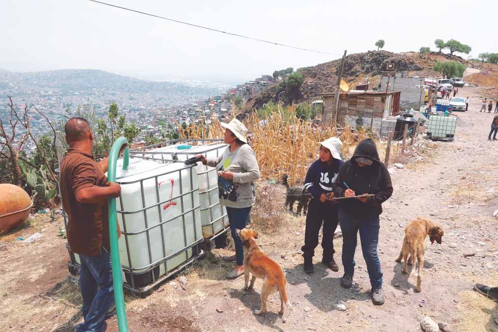 Waterdistributie op de heuvels van een van de grootste en hoogst gelegen steden ter wereld. © Henry Romero / Reuters