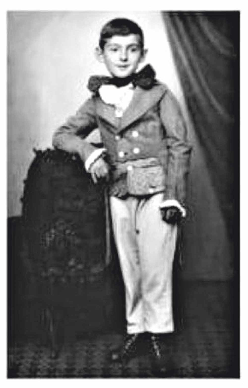Walter Arlen verkleed als Franz Schubert in 1928.