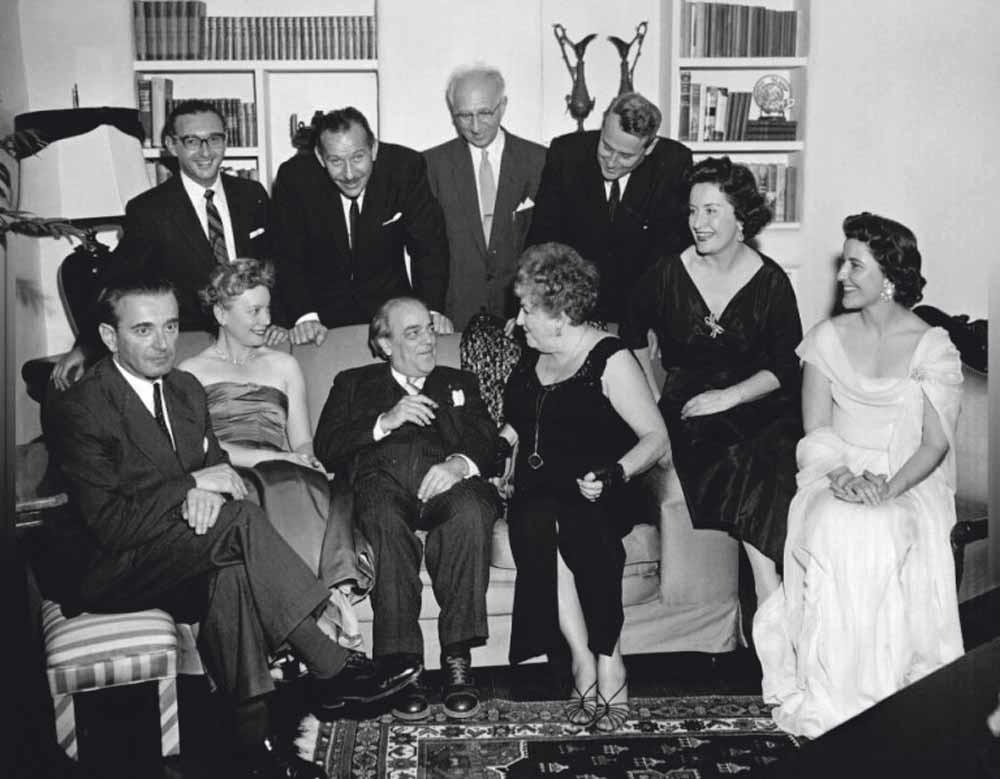 Arlen (linksboven) met Roger Wagner, Ernest Kanitz, John Vincent, Miklós Rózsa, Lillian Steuber, Heitor Villa-Lobos, Mina Coe, Nan Merriman en Vera Jean Vary.