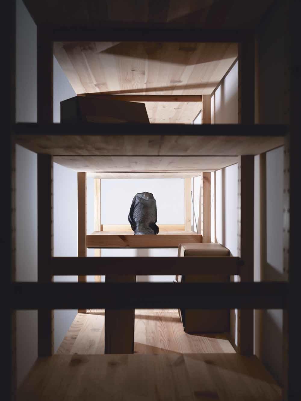 De stillevens in het project Polite Fictions zijn eenfotografische interpretatie van wat Suzanne Schols denkt dat er ligt opgeslagen in de ministeries. © Suzanne Schols