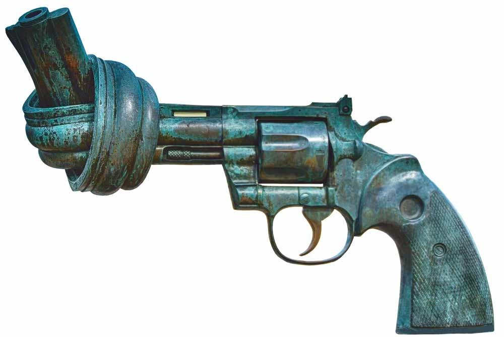De Zweedse kunstenaar Carl Fredrik Reuterswärd maakte deze sculptuur van brons, The Knotted Gun, na de moord op John Lennon. Een exemplaar staat in Central Park. Een ander staat voor het hoofdkwartier van de Verenigde Naties. © Unsplash