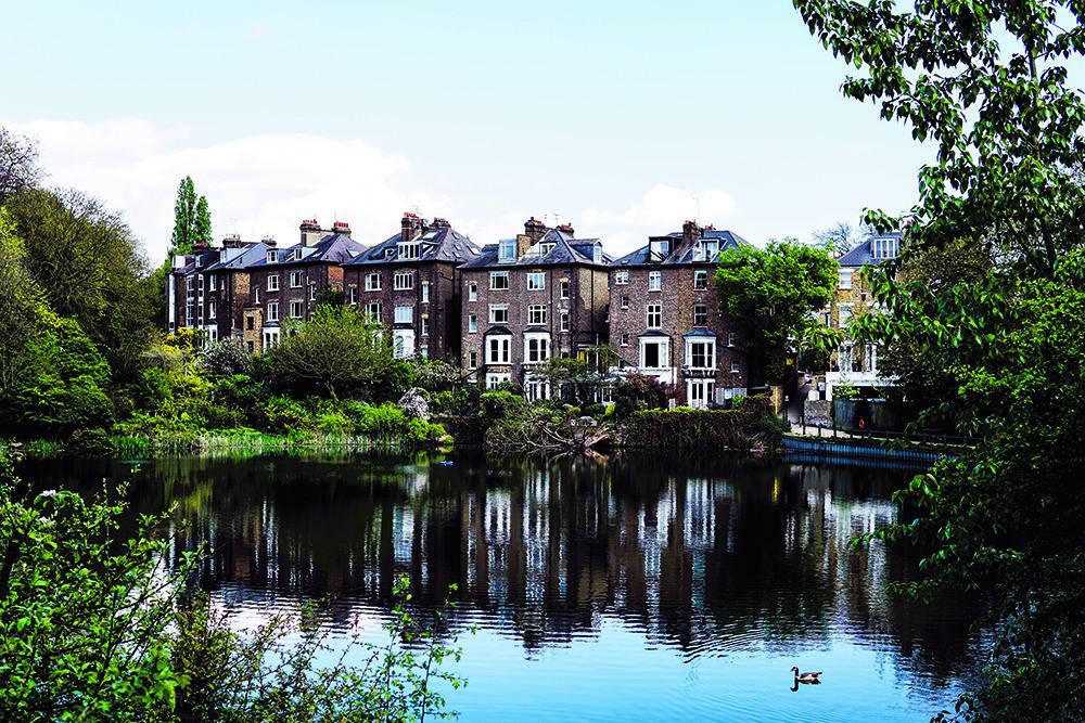 Kapitale panden aan het water van 'The Heath'. © Unsplash