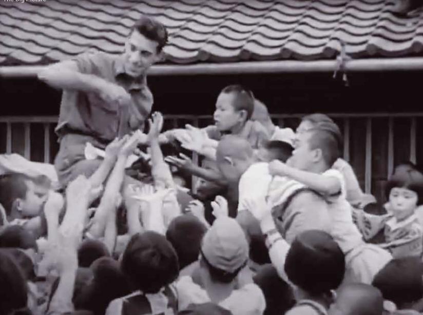 Screenshot van 'Japan: Our Far East Partner Department of Defense.' Audiovisueel centrum van het Amerikaanse leger. (ca. 1974 – 15/05/1984). Publiek domein, gehost op YouTube door Nuclear Vault.