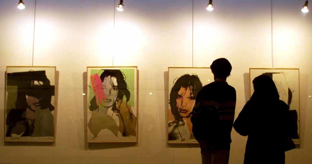 Mick Jagger door Andy Warhol in het Museum voor Moderne Kunst, Teheran. De werken worden in de kluis bewaard. – © Reuters