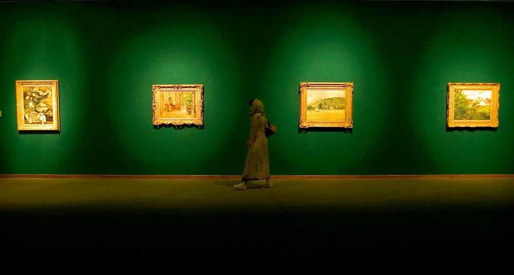 Werk van impressionist Camille Pissarro tijdens een Moderne Kunst-tentoonstelling in 2005. – © Morteza Nikoubazl / Reuters