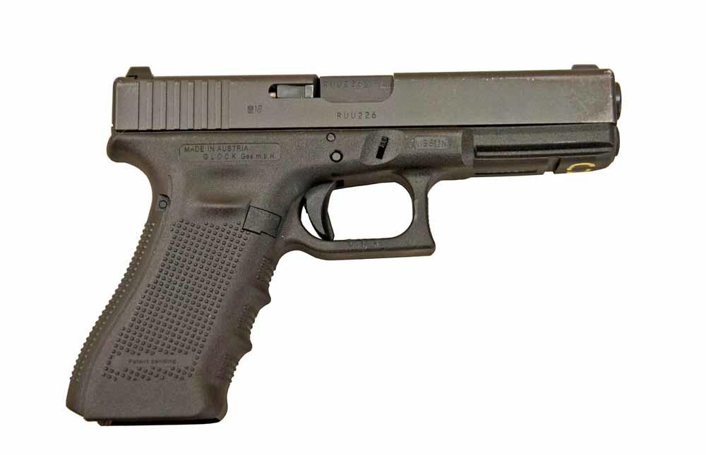 Aurora Colorado, juli 2012. Een pistool van Glock en een jachtgeweer en een aanvalsgeweer van Remington. 12 doden, 58 gewonden