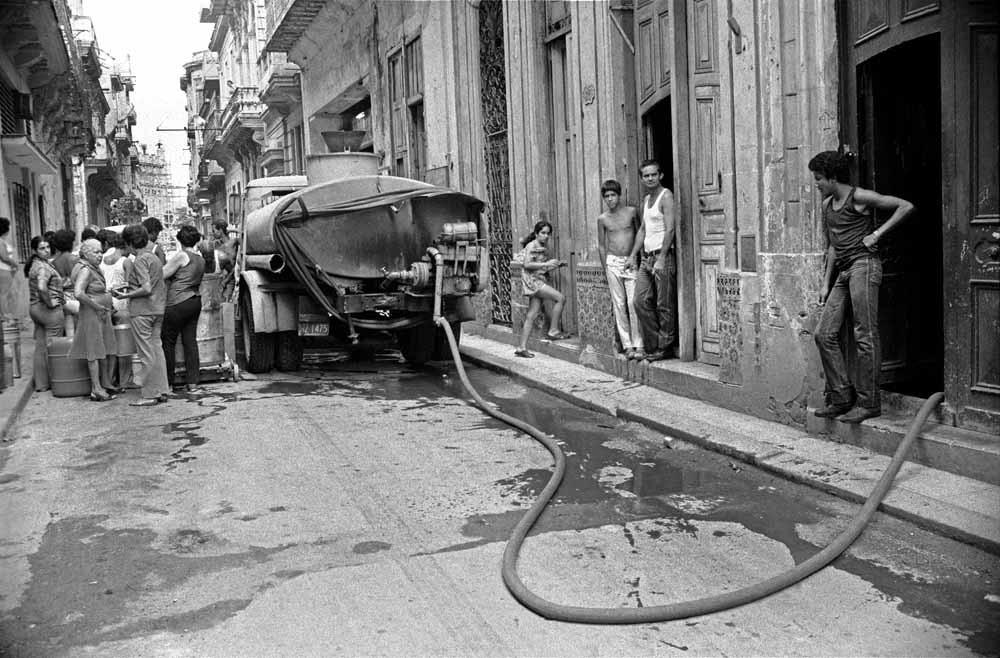 Watervoorzieining in Oud-Havana, 1986.