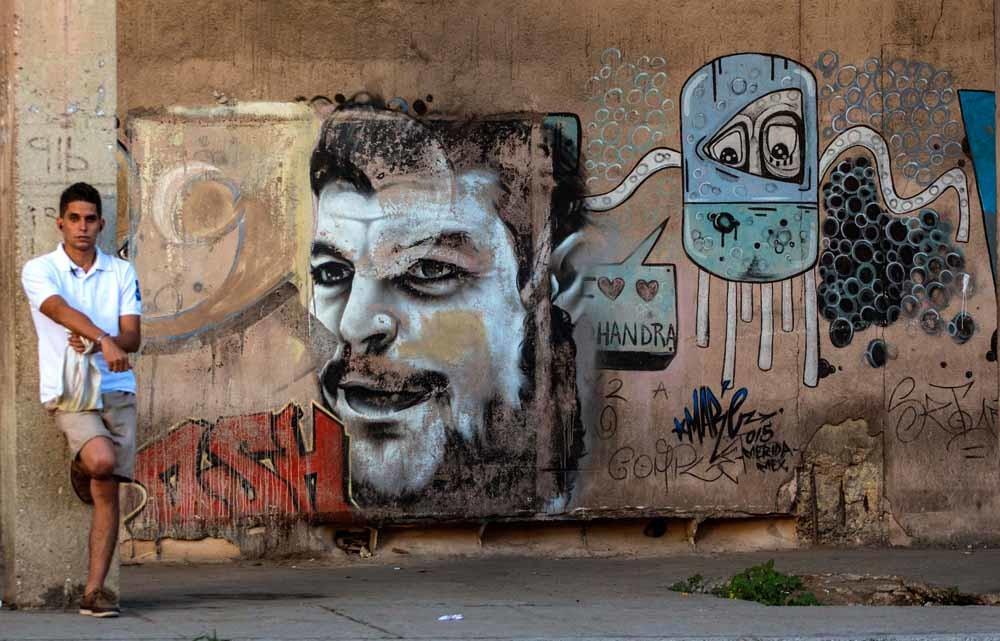 Een muurschildering van Che Guevara in Havana, 2016. – © AP Photo / Desmond Boylan