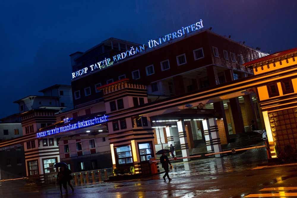 De Recep Tayyip Erdogan Universiteit in de stad Rize, aan de Zwarte Zee, waar de familie Erdogan vandaan komt. – © Getty